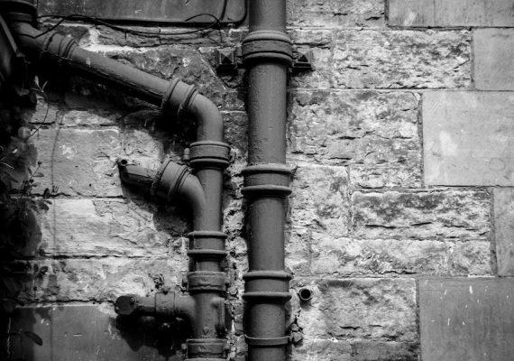 Instalacja elektryczna, wodna, gazowa i sanitarna – co musisz sprawdzić przed zakupem?